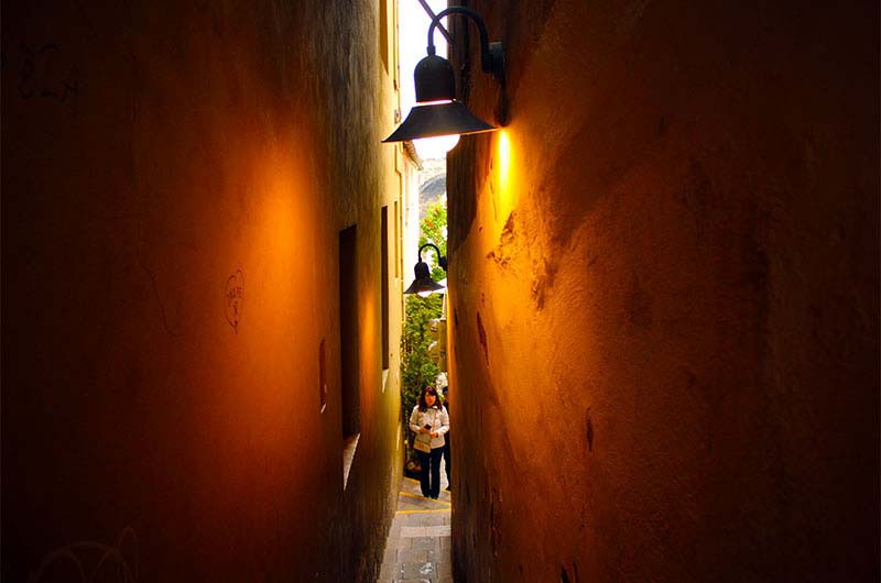 Самая узкая улочка Праги. Вид со стороны улицы Цигельна.