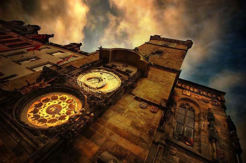По легенде, часы Орлой – это дьявольское око и измеритель времени зла.