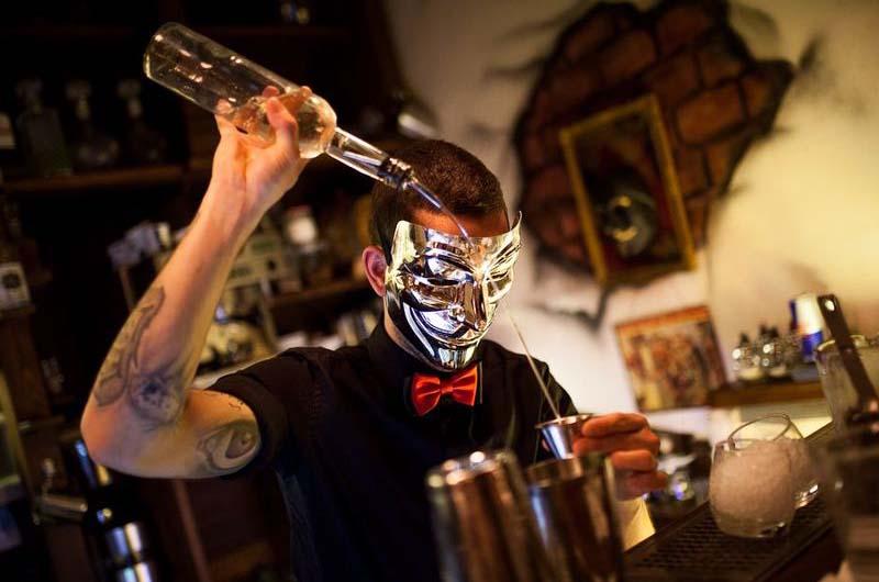 В баре «Анонимус», попавшем в кадр передачи «Орёл и Решка».