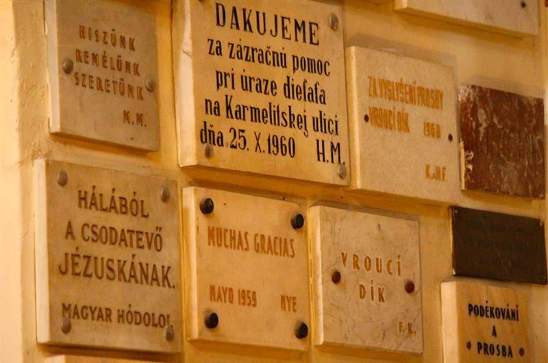 Памятные таблички - благодарность от тех, кому помог Езулатко.
