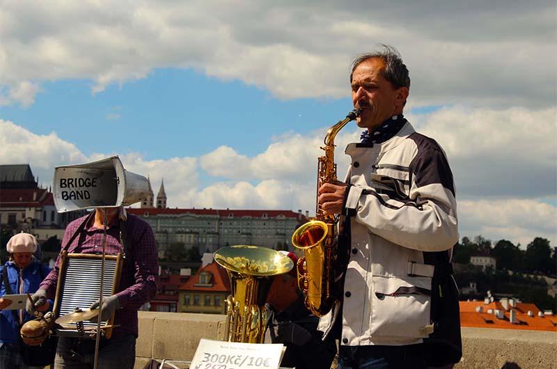 Музыканты на мосту.