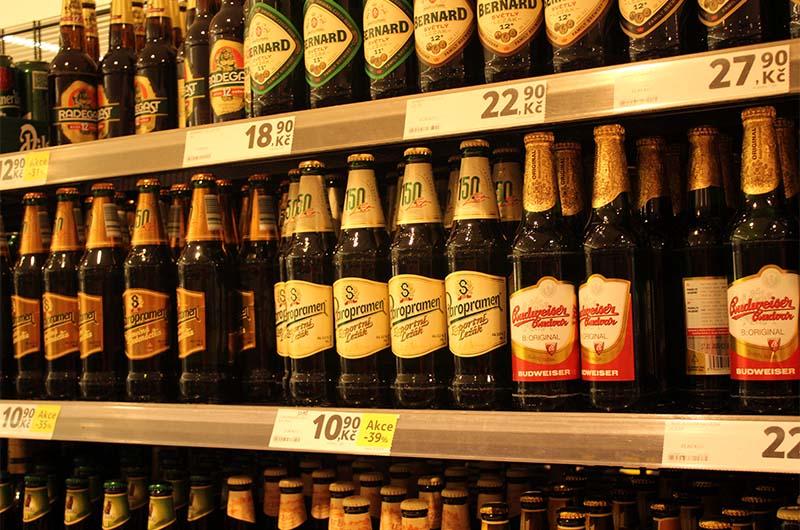 Пиво в магазине Tesco.