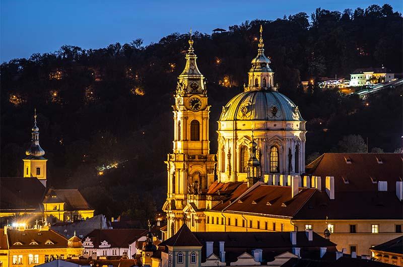 Костёл святого Николая в Праге в районе Мало Страна.