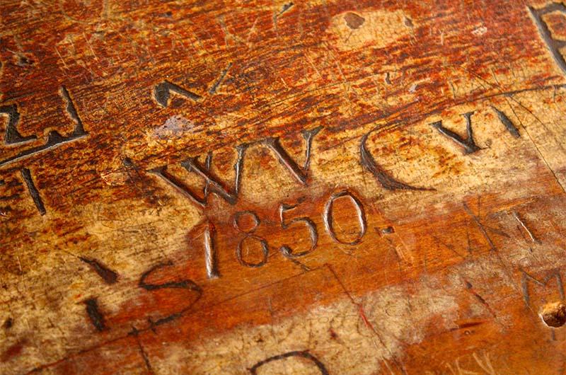 Надпись: «Здесь был Вася», сделанная в 1850 году.