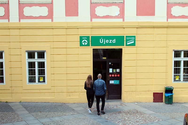 Вход на нижнюю станцию, которая называется Уезд.