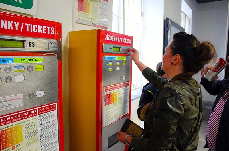 Вот так выглядят автоматы для покупки билетов на нижней станции фуникулёра.