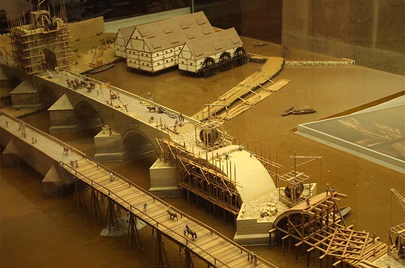 Макет Карлова моста во время строительства.