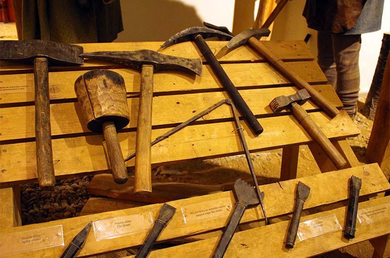 Инструменты строителей.