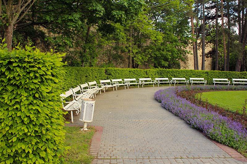 Парк рядом со станцией фуникулера.