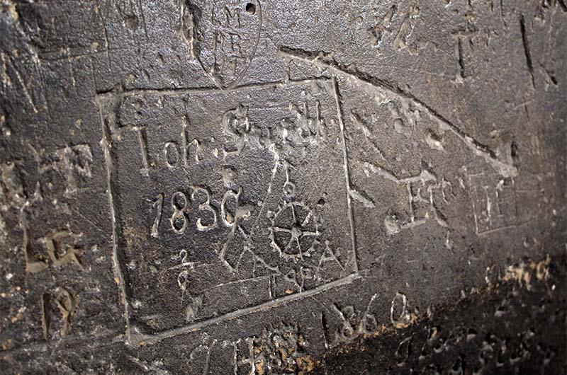 """Граффити 1830 года. Надпись в стиле: """"Здесь был Вася""""."""