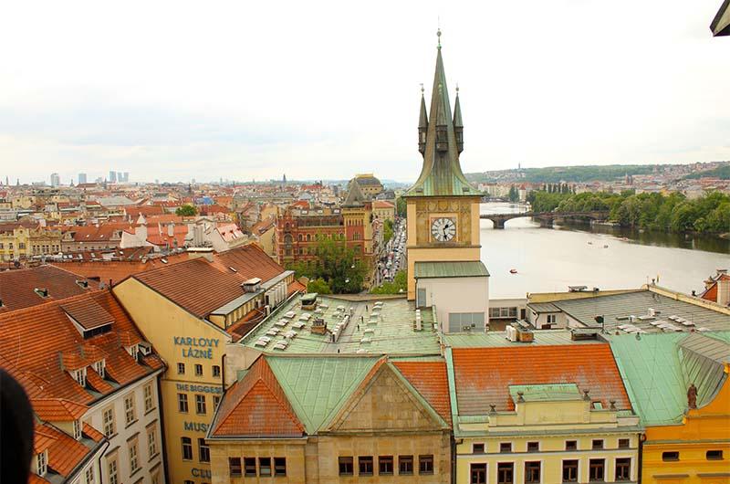Вид на город с башни в сторону моста Легии.