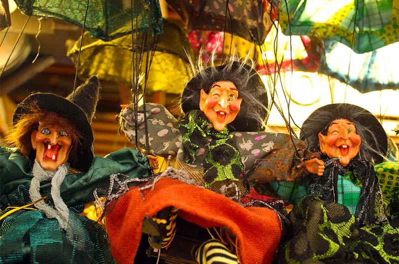 Куклы-ведьмочки. Те самые, которые смеются.