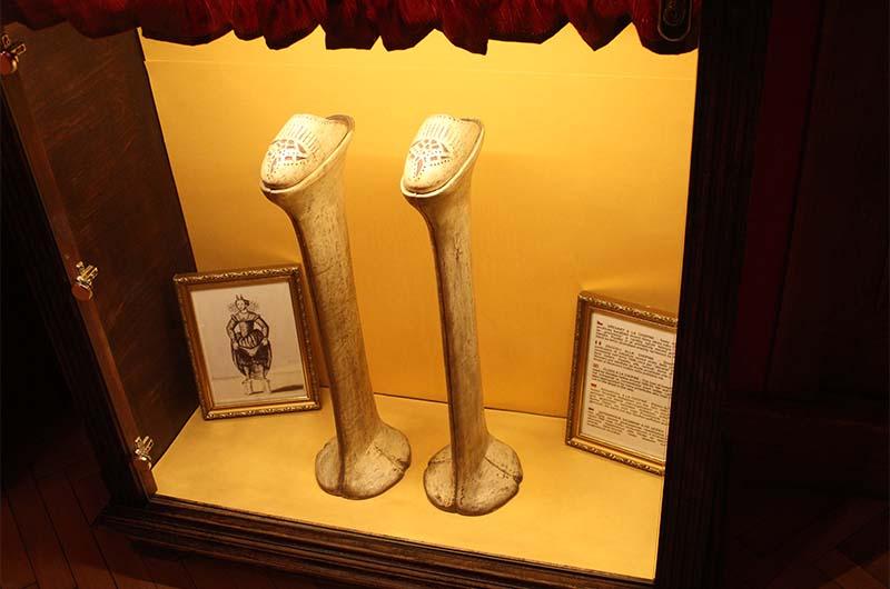 Башмаки «а-ля Шопен» одевали, чтобы выделяться на улице. Современный аналог – туфли на длинном каблуке.
