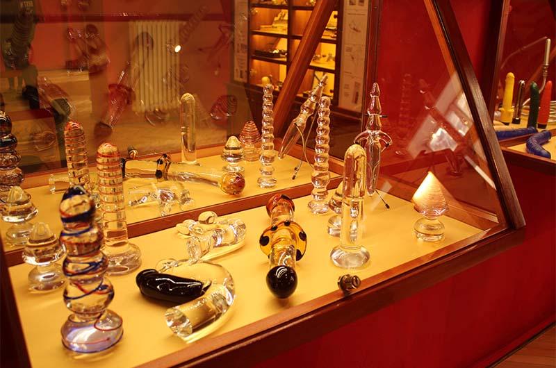 Изделия из чешского стекла.