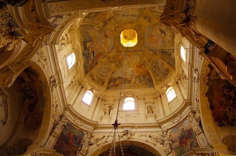 Купол церкви. Обязательно посмотрите наверх.