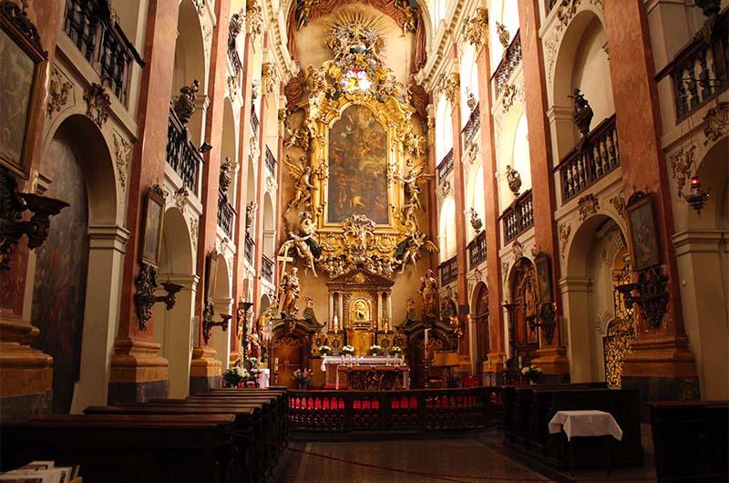 Костел святого Якуба внутри выглядит вот так.