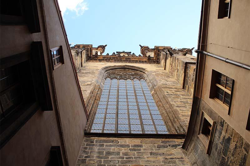 28-метровое окно.