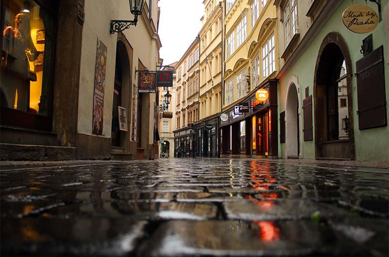 Улочки Старого города особенно выразительны после дождя.