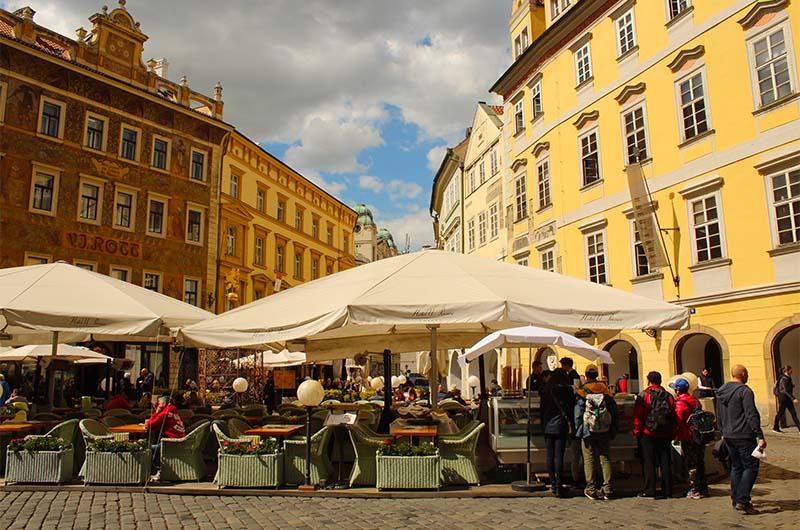 Летние кафе на «треугольной площади».