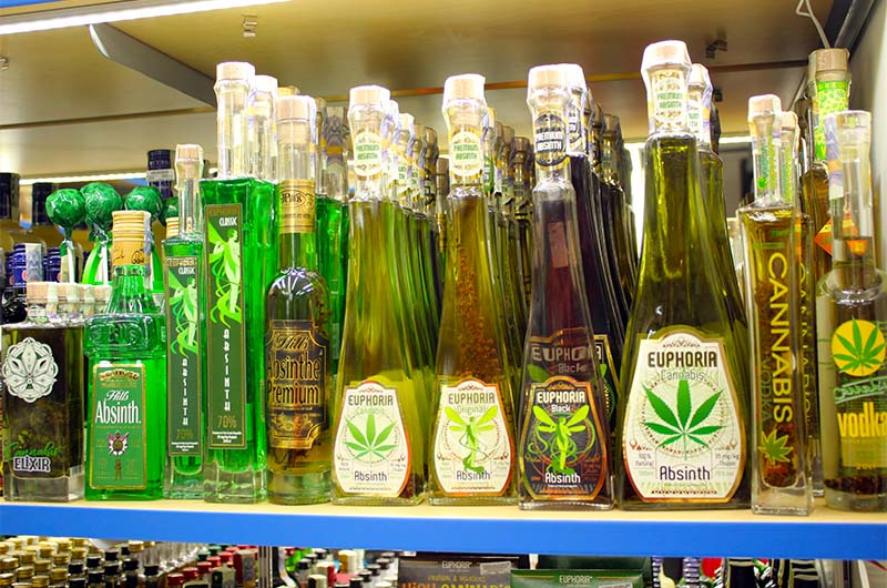Под видом абсента в Чехии часто продают травяные ликёры и спиртовые настойки.