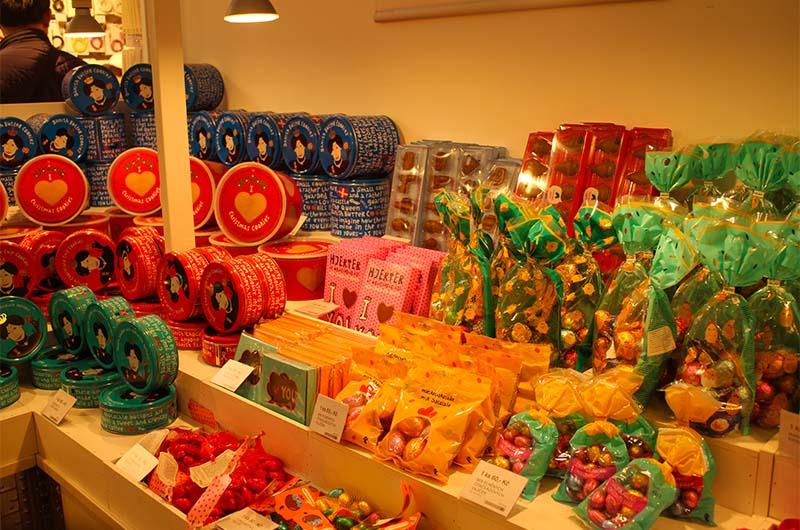 Конфеты и сладости продаются в Праге и в красивых подарочных упаковках.